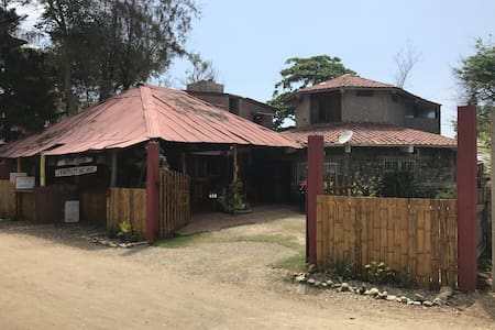 Charming beach front house - Ayampe