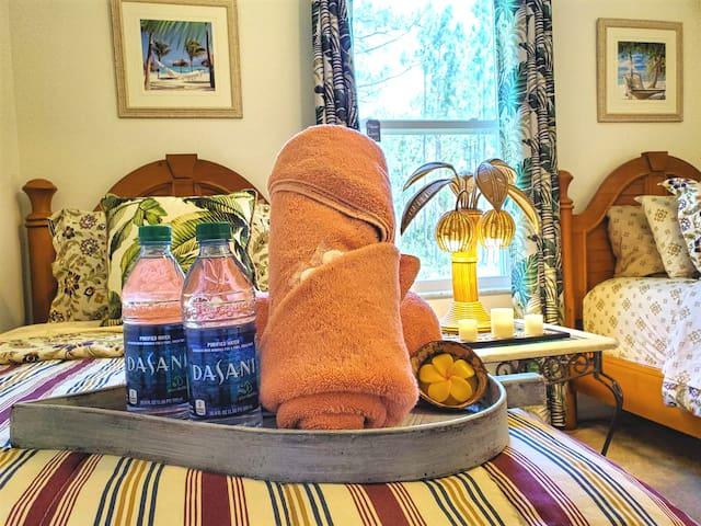 Tropical Villa★Palm Room★Netflix & Breakfast