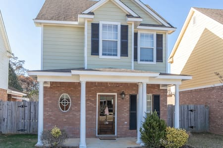 Family Friendly 3 Bed 3 Bath Near Ole Miss!!