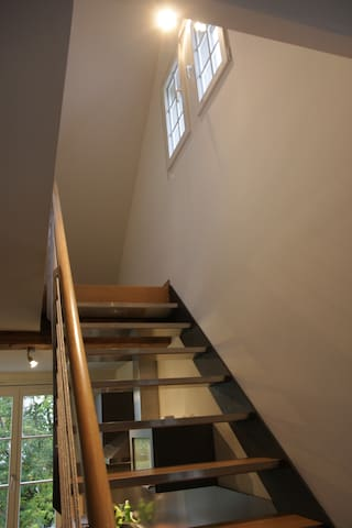 stairway to 2nd floor and roof top room