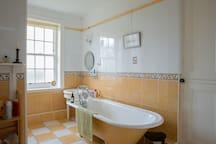big bathtub upstairs