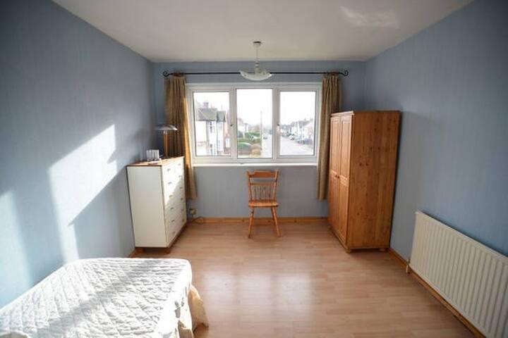 Spacious & Bright Room, Good View