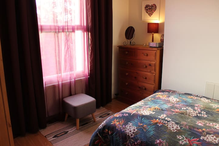 Double room with private bathroom in East Dulwich.