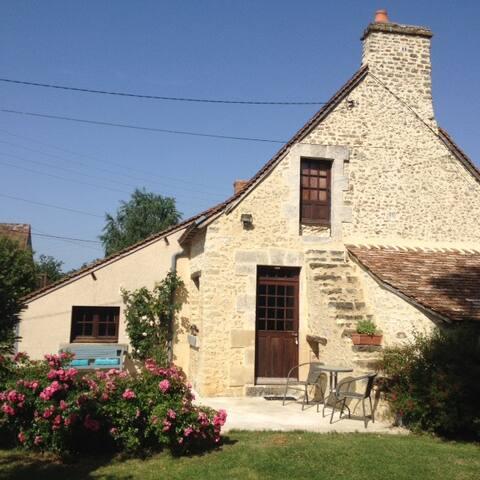Petite maison de charme dans la campagne fléchoise