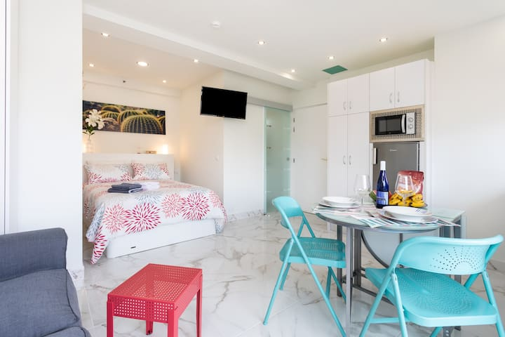Cozy, luminous studio in quiet, sunny Playa Jardín