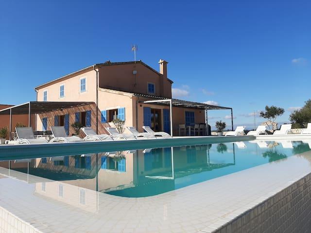 VILLA ALILA,  Casa de campo con piscina Infinita