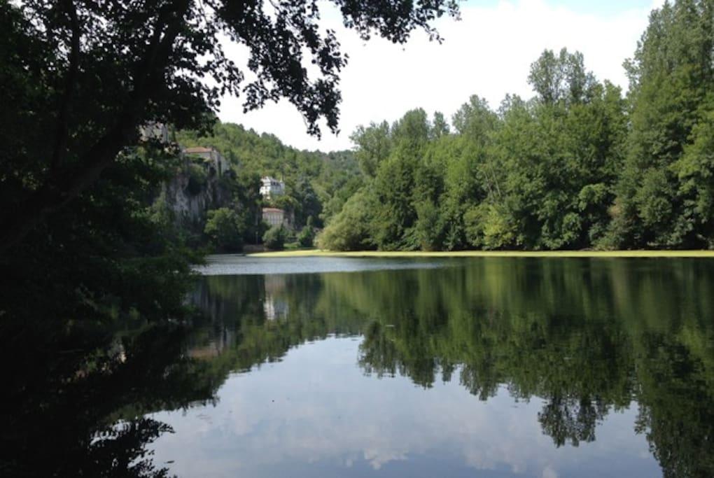 The river Lot with Château de la Blainie