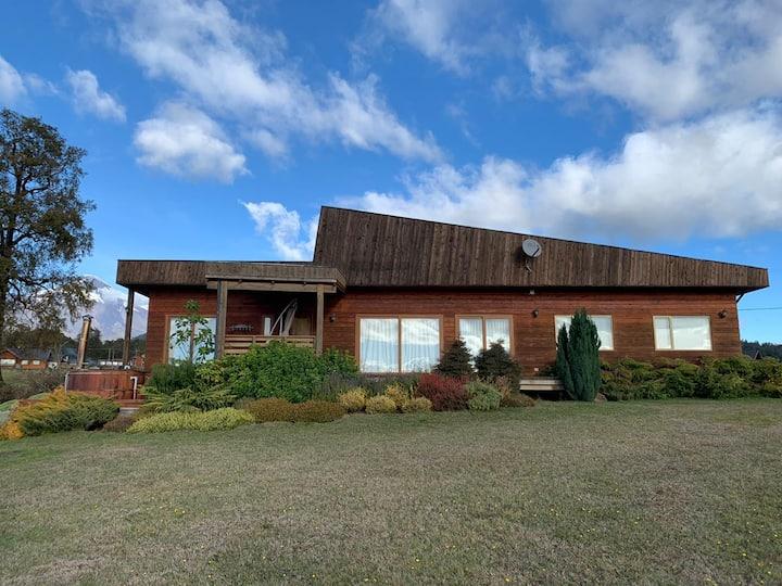 Casa con Tinaja y hermosas vistas al lago y volcán