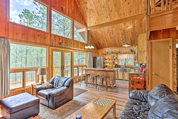 Central Black Hills Cabin w/Loft & Wraparound Deck