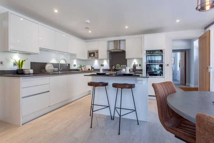 Luxurious 5 Bed House in Central Marlow