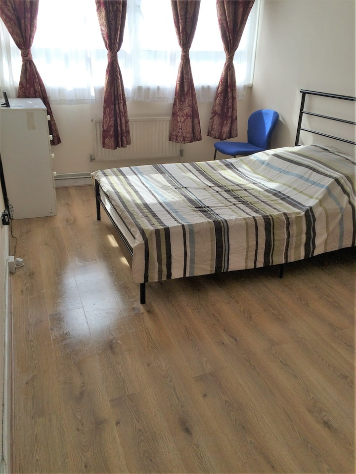 AMAZING LARGE DOUBLE ROOM AT EAST ACTON