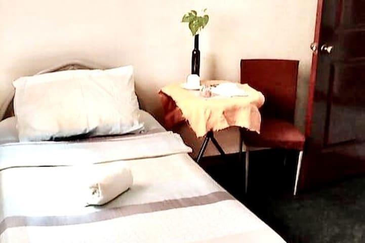 4A-Single Bed in a Priv. Apart. w/ WiFi near SM