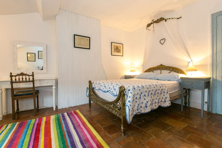 Charming room available with breakfast. - Bize-Minervois - House