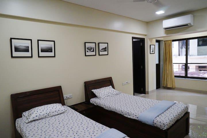 Modern, Large, Private Room for 2, Ensuite, Khar W