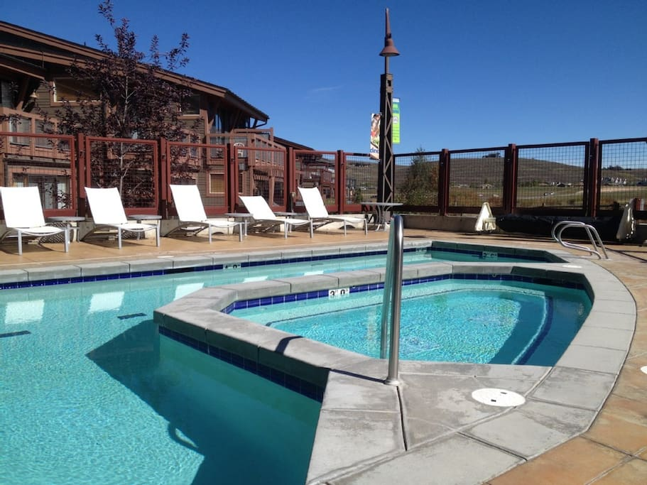 Year round pool and hottub