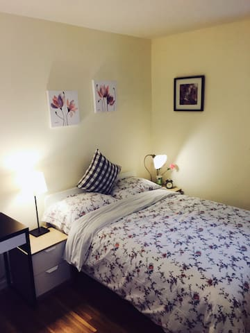 cozy room close to downtown Princeton - Princeton - Huis