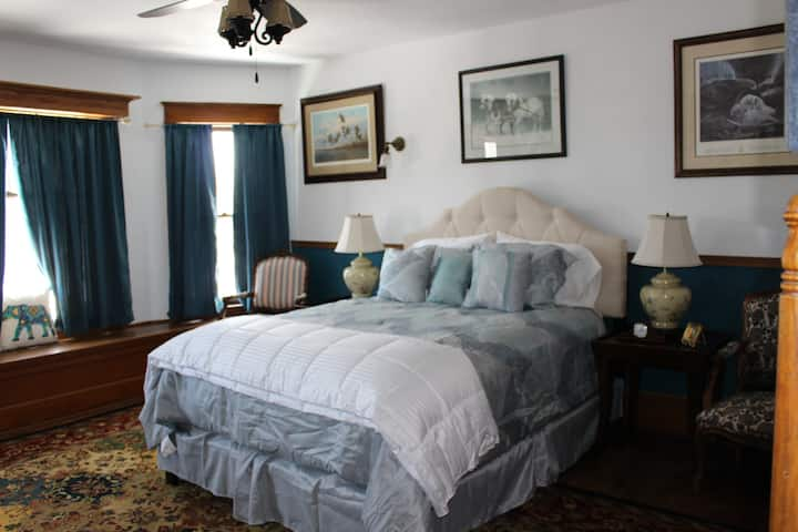 Victorian Manor Bed and Breakfast, LLC - Bed #3