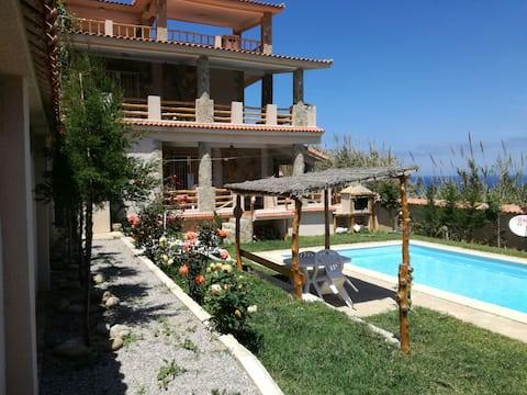 Maison avec Piscine entre mer et montagne