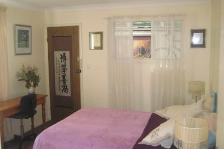 Sunny room & comfy bed with breakfast in Hamilton - Hamilton - Casa