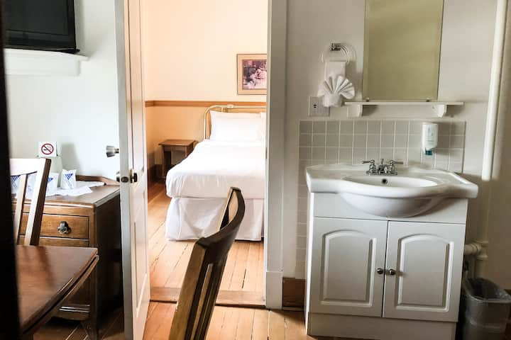 2 Room Suite in historic Royal Hotel