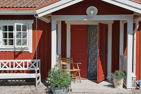 Idyllisk nybyggd stuga på Sollerön.