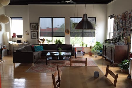 Unique loft w/two car garage, centrally located - Detroit