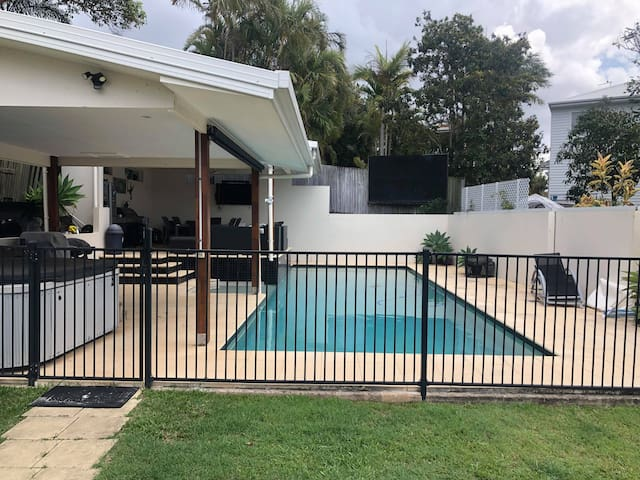 Hidden Gem with own swimming pool &  walk to beach