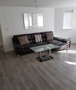 Spacious 1 bed flat with allocated parking - Chafford Hundred - 其它