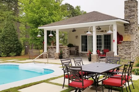 Private Relaxing Pool Cottage. Hummingbird  haven!