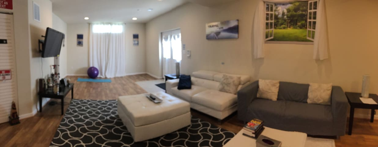 Private Luxury Self-contain Basement Loft 2bd/1.5b
