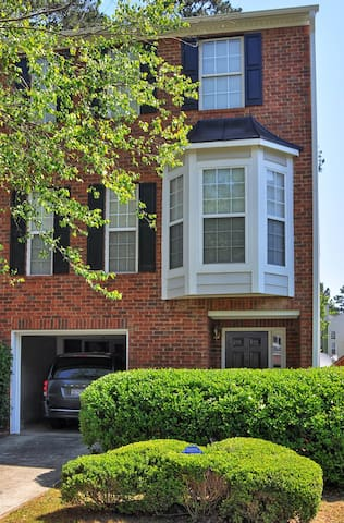 Entire 2BD/2BR Townhome in L'ville