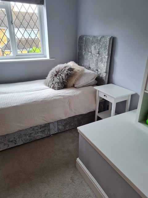 Cosy single room in West Windsor