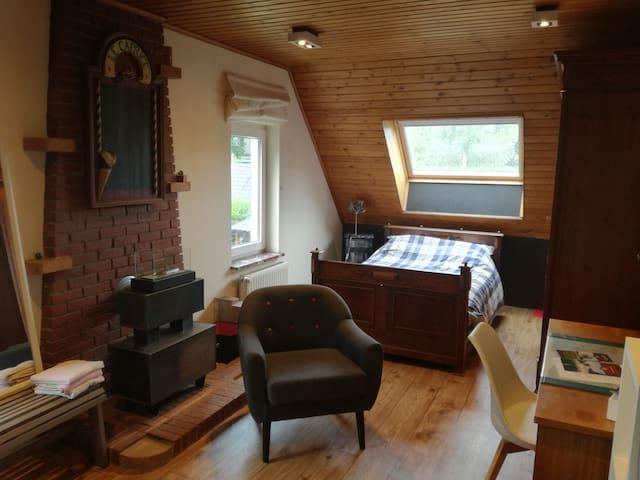 Belle grande chambre tout confort au calme .