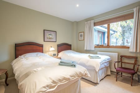 Cosy Twin Bedroom in B&B next door to Glentress - Scottish Borders