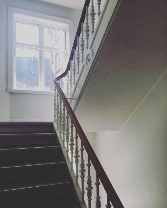 アパート内の階段