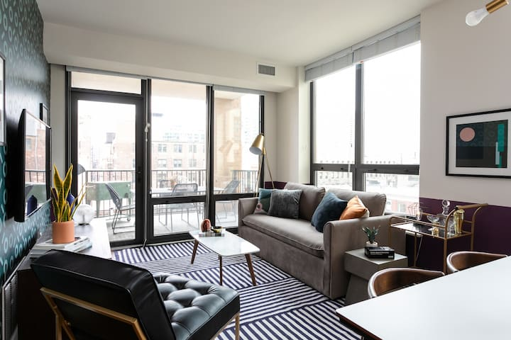 Domio | River North | Gorgeous 2BR/2BA