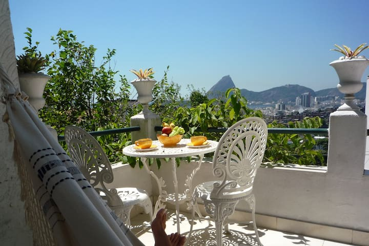 Luxury Villa Sugar Loaf Room with private balcony - ริโอเดอจาเนโร - ที่พักพร้อมอาหารเช้า