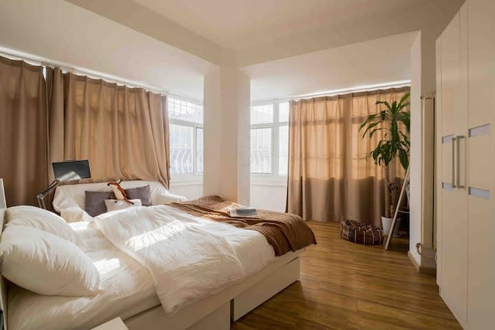 入住270度阳光大床房『我家是合租房间喔~就像家里的一个卧室那样』