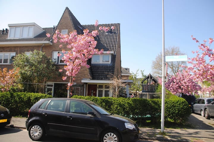Central, charming semi-detached 150m2 familyhome
