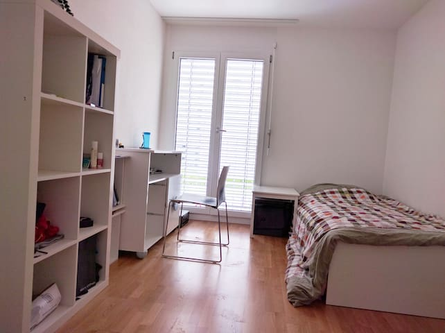 A fantastic bedroom in Bourdonnette along Metro 1 - Lausanne