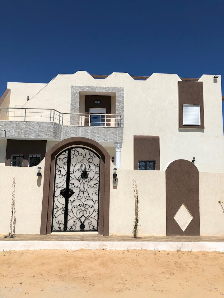 Nice Villa with swimming pool and sea view