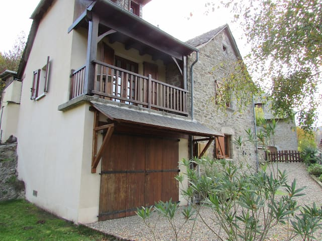 Charmante maison sur le lot - Vieillevie - House