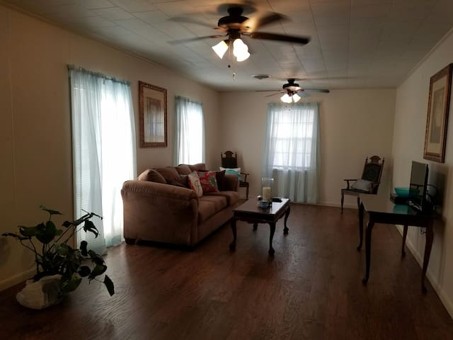 Comfort & Convenience in Quiet Home - Houma