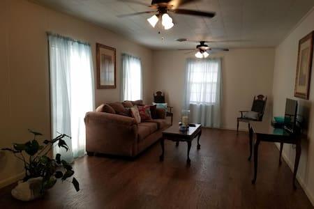 Comfort & Convenience in Quiet Home - Houma - Ház