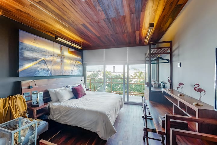 Fourth-Floor Studio w/Free WiFi, Balcony, Cable, and Shared Rooftop Pool & Gym