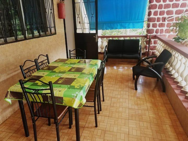Conakry: Villa avec piscine