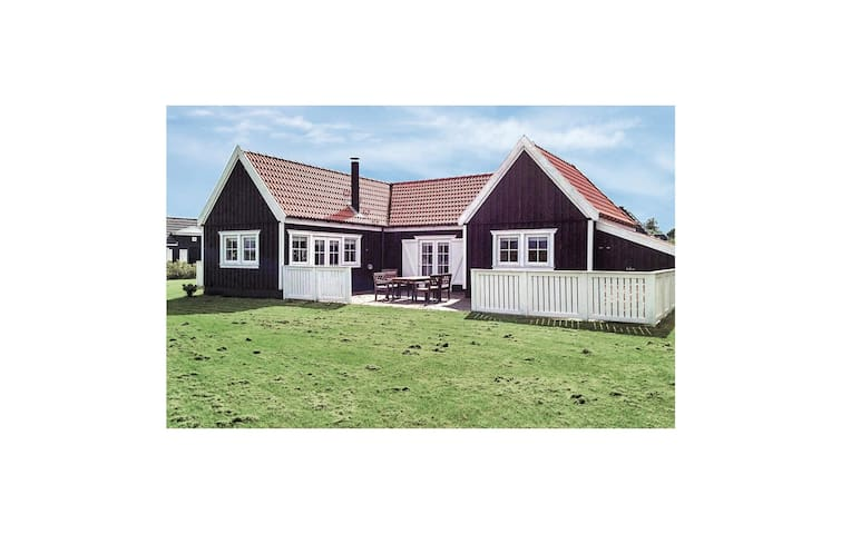 Holiday cottage with 2 bedrooms on 91m² in Vejby