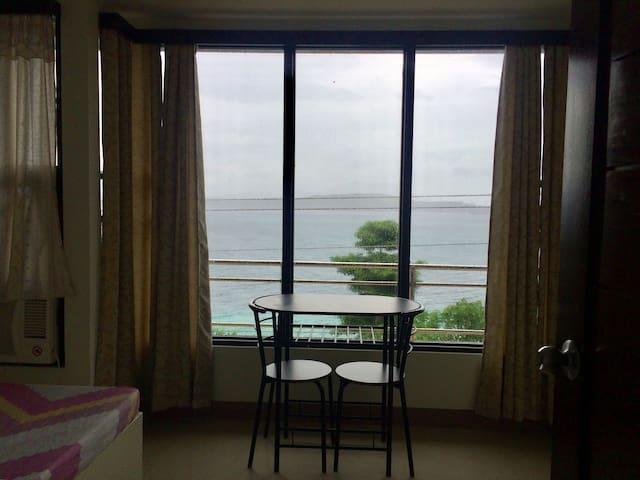 LCF - BB Hotel (Room L5)