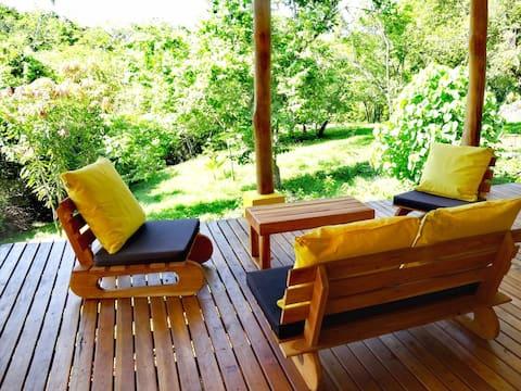 Helles Haus mit großer Terrasse & Dschungelblick
