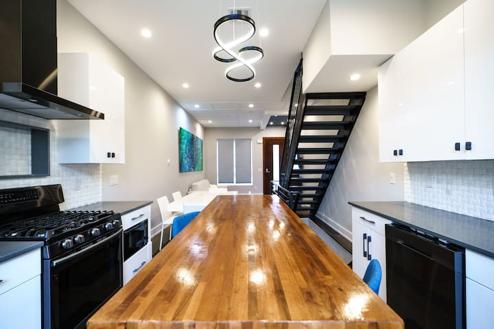 4bd Mansion Sauna/Steam-room & Private Roof Deck